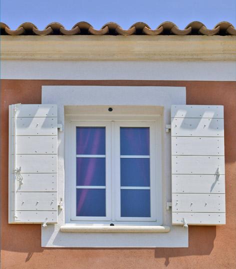 volet battant solaire good volets battants lames with volet battant solaire simple automatisme. Black Bedroom Furniture Sets. Home Design Ideas